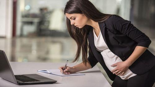 Входит ли декретный отпуск в трудовой стаж работы